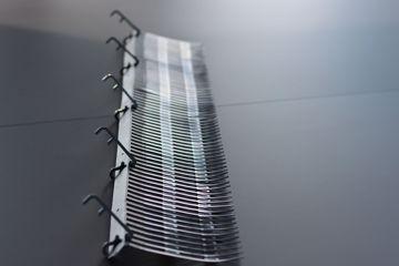 Afbeeldingen van Vogelwering 1m incl 5 klemmen 35mm - Solarguard Pro®